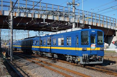 小川町付近を走る東武鉄道8000系8198Fフライング東上号リバイバルカラー
