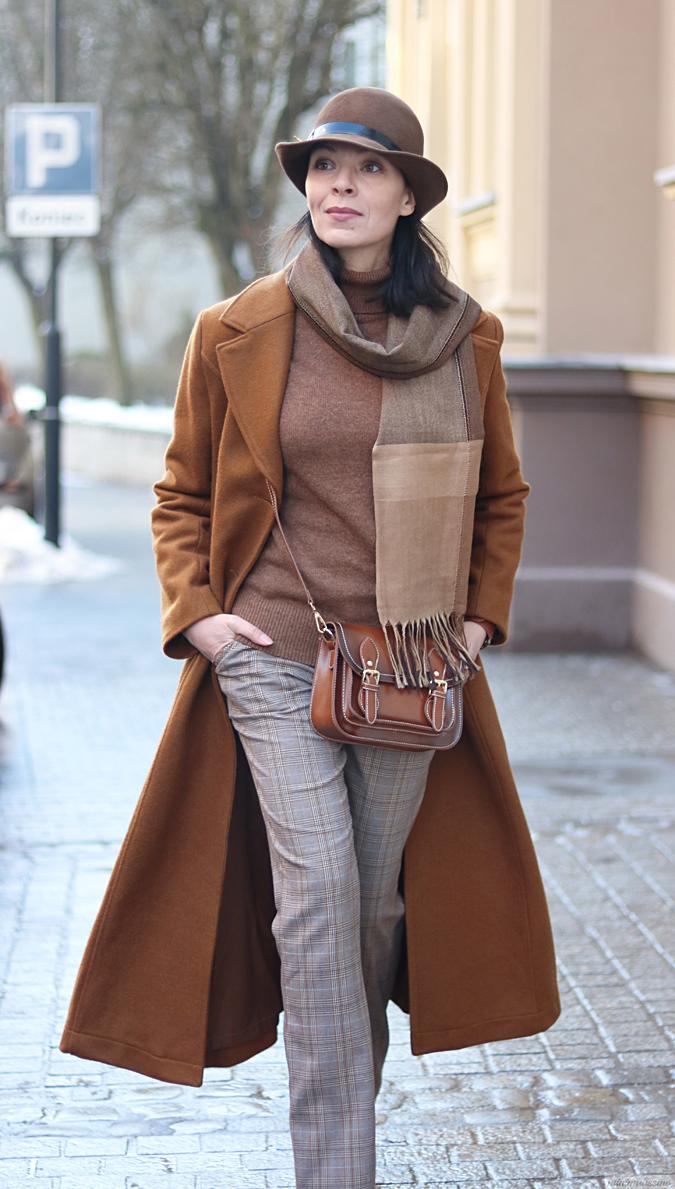 musztardowy płaszcz