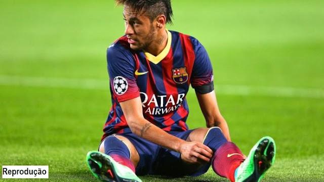 Neymar renovou seu contrato com o Barcelona.