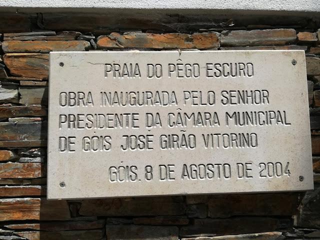 Placa de Inauguração da Praia do Pêgo Escuro