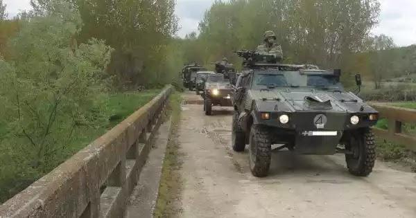 Τεθωρακισμένα οχήματα του Στρατού αναπτύσσονται απέναντι από τους παράνομους μετανάστες: Έτοιμος ο ΕΣ για όλα