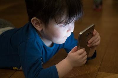 kemajuan teknologi semakin mengalami peningkatan Cara Agar Anak Tidak Kecanduan Gadget