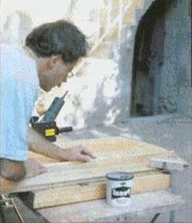 Ремонтировать щели и трещины на столешнице планками