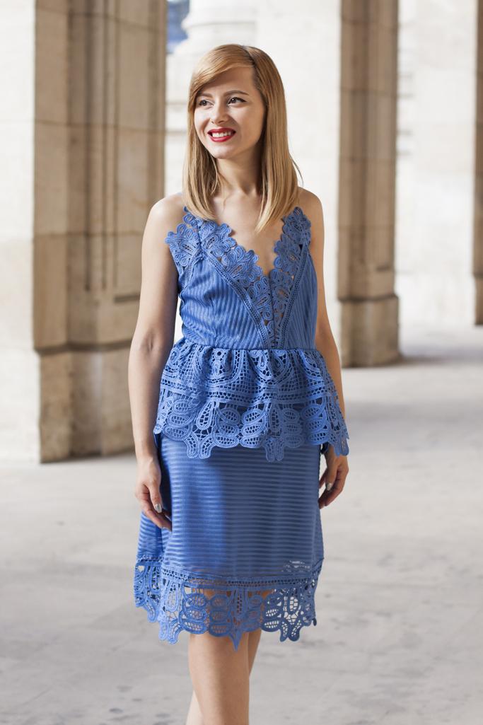 rochia albastra din dantela