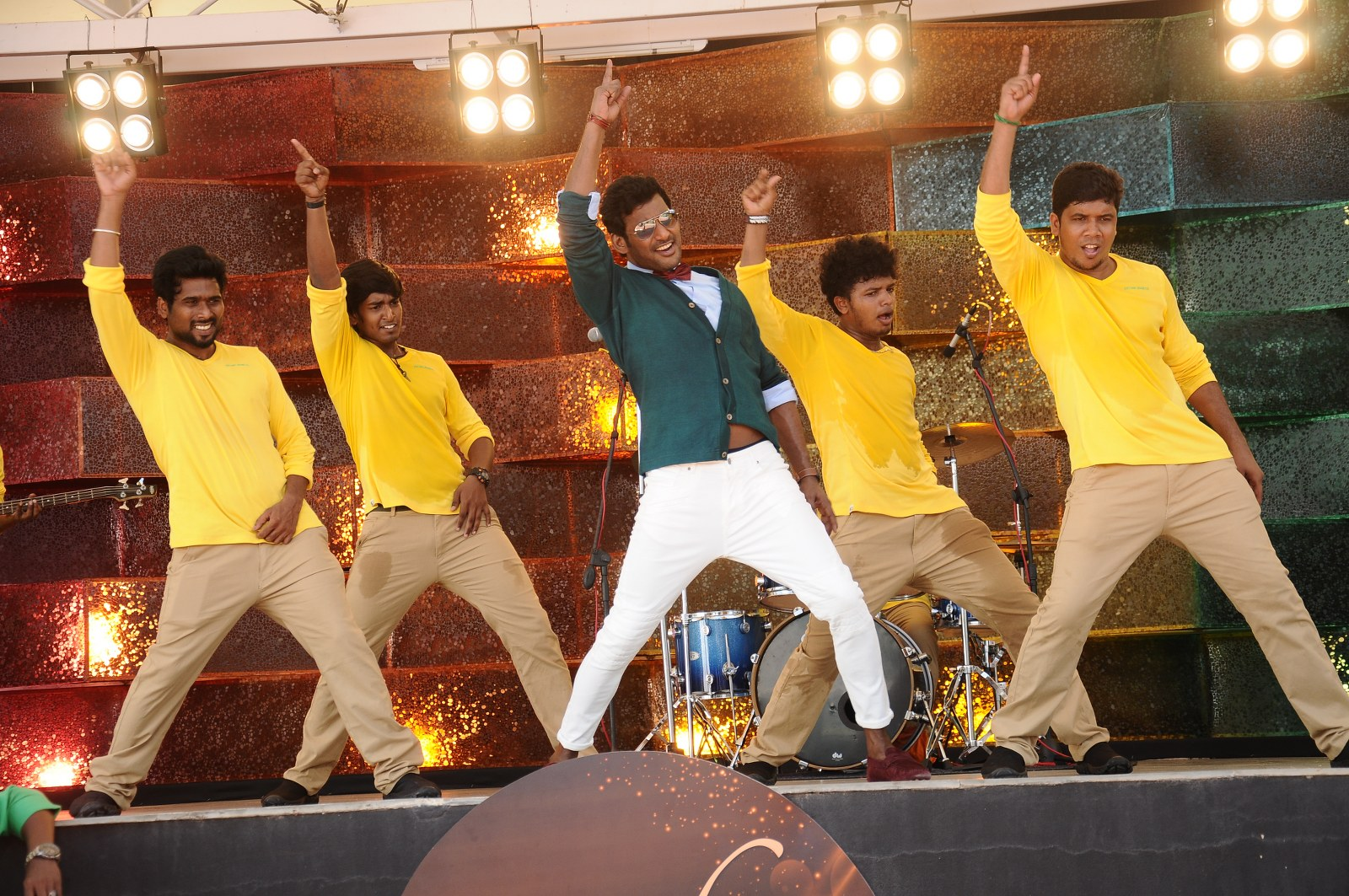 vishal okkadochadu movie stills-HQ-Photo-4