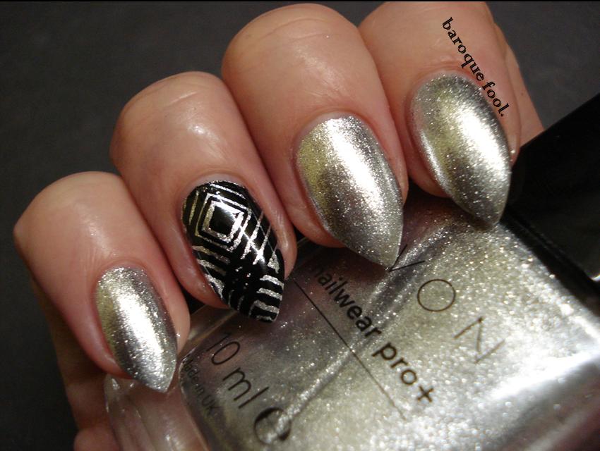 baroque fool: AVON nail polish and Quick dry nail spray
