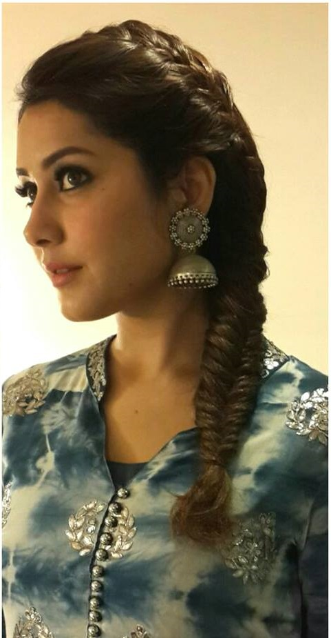 South Indian Hot Actress Rashi Khanna Beautiful Hair Style Photos
