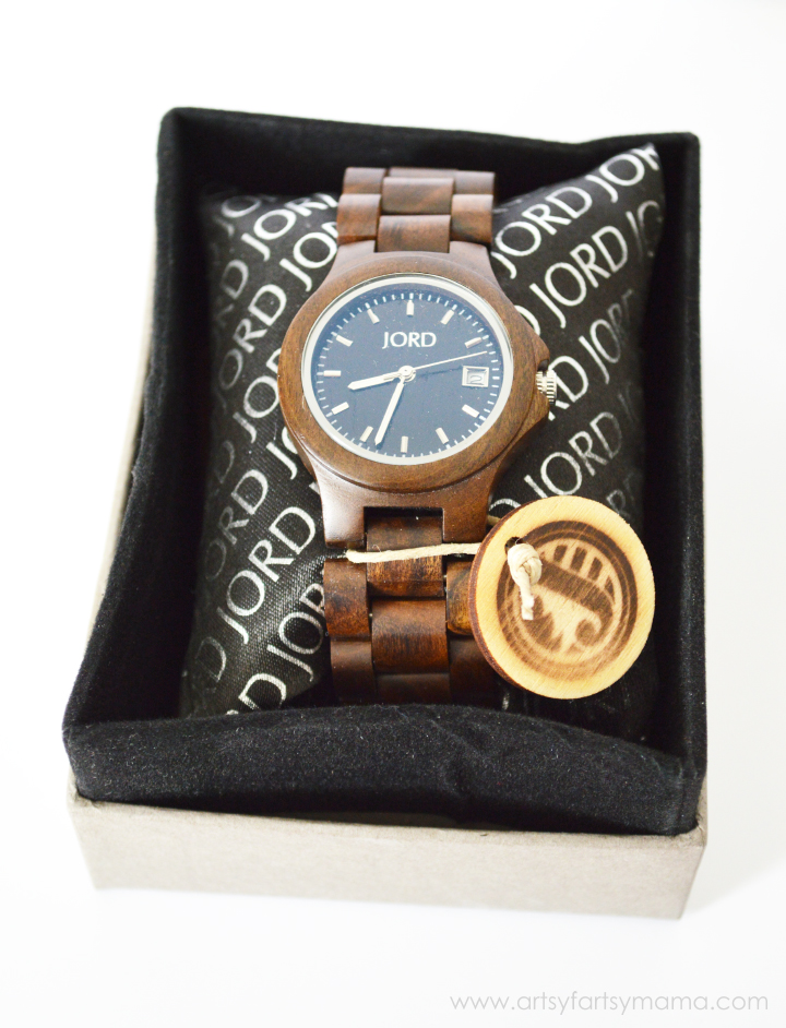 JORD Wood Watch Review at artsyfartsymama.com #JordWatch