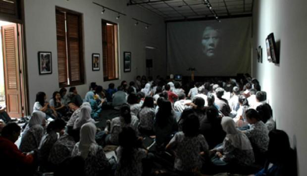 Bandung Mulai - Pelajar Bandung Rame-rame Nobar Film Pengkhianatan G30S/PKI