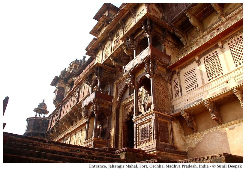 Main entrance, Jahangir Mahal, Orchha fort, Madhya Pradesh, India - Images by Sunil Deepak