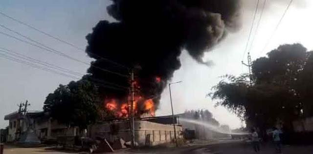 जयपुर के विश्वकर्मा इंडस्ट्रीयल एरिया में केमिकल फैक्ट्री में लगी आग