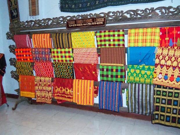 Kain Tenun Songket Khas Sukarara Lombok