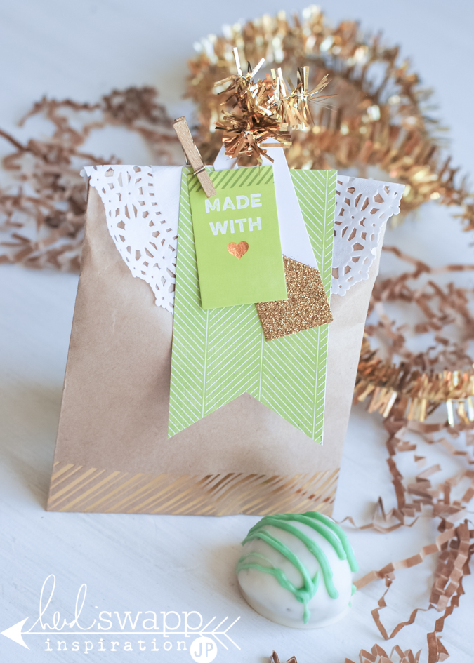Three ways with three packages for Christmas and holiday gift-giving. Heidi Swapp and JoAnn team up for beautiful gift packaging for Christmas. @jamiepate for @heidiswapp
