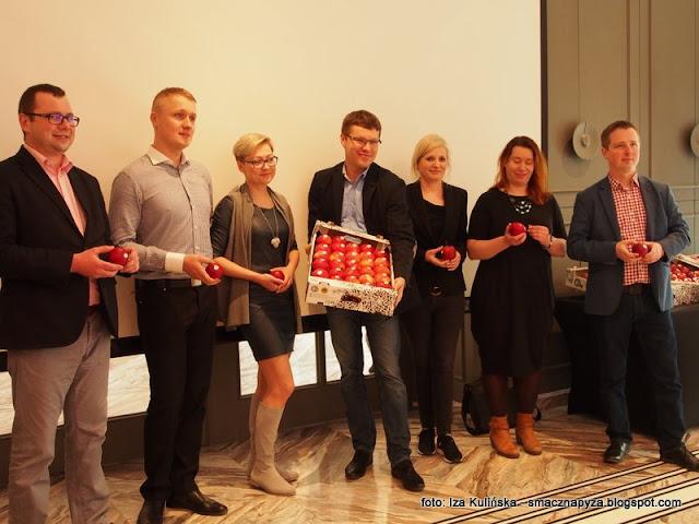 konferencja, chwalimy polskie produkty, jablka, mala wies, jablka grojeckie, polski produkt, dobre bo polskie, tak smakuje piekno, sad jabloniowy, jablonie, lidl, wycieczka do sadu