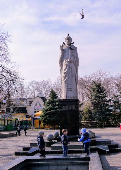 Миколаїв. Вул. Соборна. Пам'ятник св. Миколаю – покровителю міста корабелів