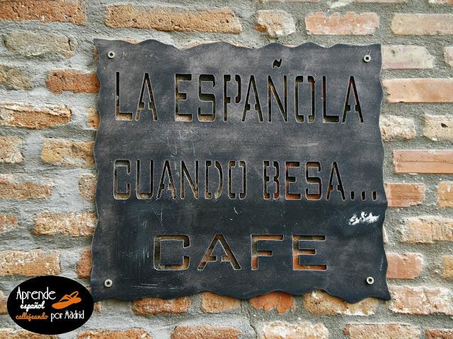 la española cuando besa