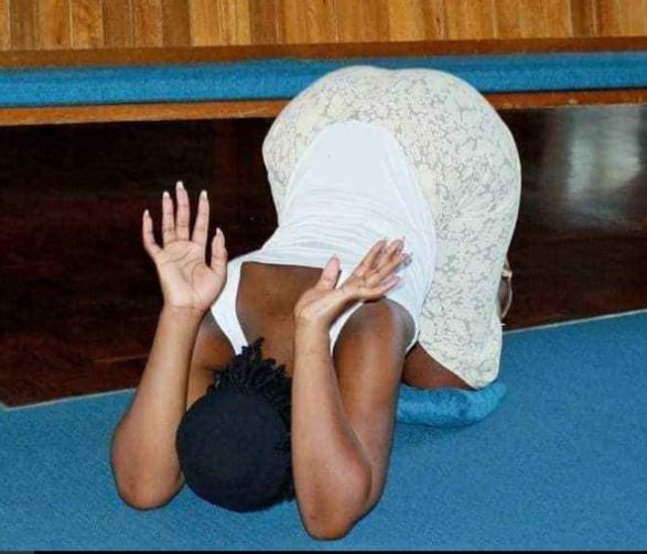 Holy Holy! Curvy Sexy Lady Praying In Church Go Viral