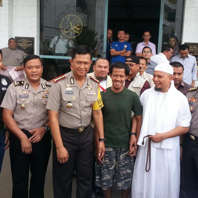 Fahmi, Pembawa Bendera Bertuliskan Tauhid, Dijemput Ustadz Arifin, Ditangguhkan Penahanannya