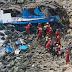 Ônibus cai no penhasco, no Peru: 36 pessoas mortas até o momento.