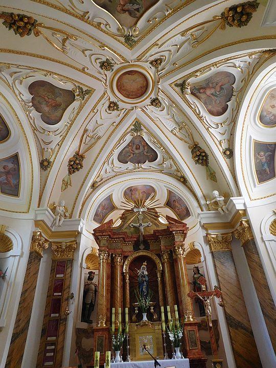 Sklepienie nad prezbiterium w Sanktuarium Matki Bożej Bolesnej.