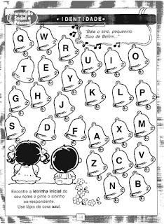 Sinos de natal com letras do alfabeto