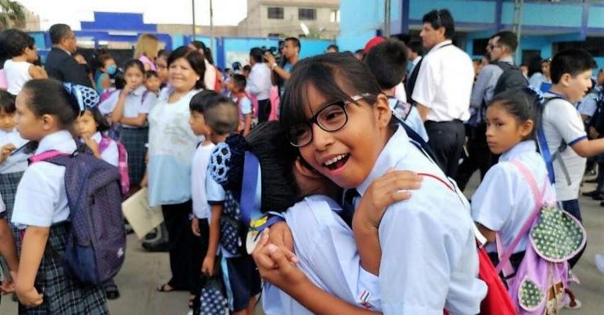 Se inició el año escolar 2017 en colegios públicos del Perú