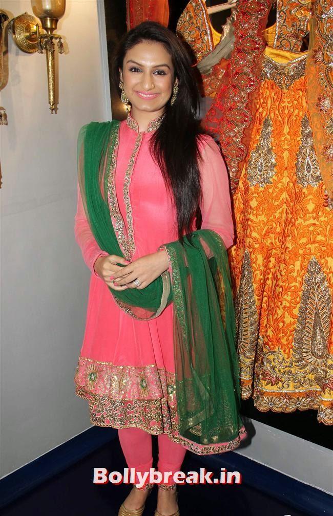 Akriti Kakkar, Celebs at Opening of Mayyur Girotra Couture
