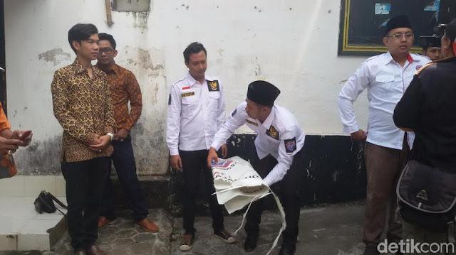 Aksi Copot Spanduk Warnai 'Bedol Desa' Mundurnya Kader Perindo DIY