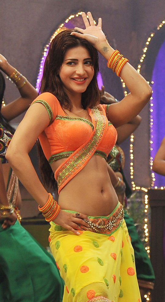 Shruti hassan Showing her navel images