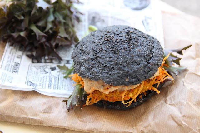 Cuillère et saladier : Black burger végétarien (galettes potimarron-lentilles corail)