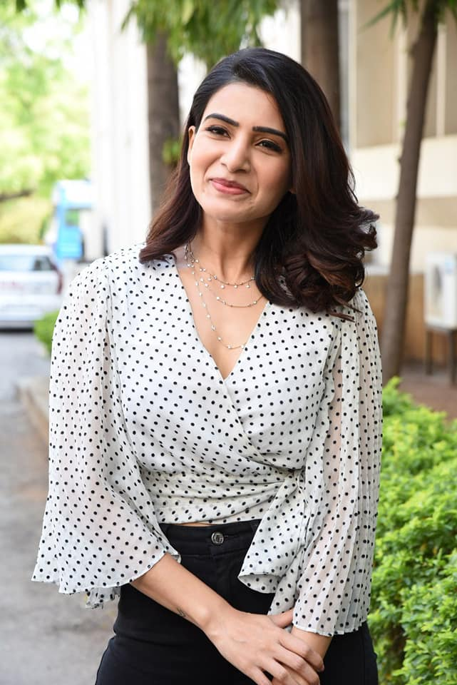 Samantha Ruth Prabhu Looks Hot in Polka Dot Top