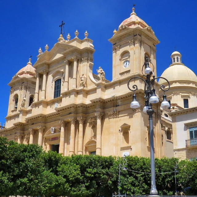 Road trip in Sicily - Baroque church in Noto