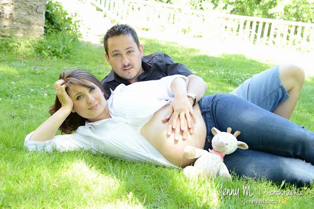 séance photos champêtre en extérieur, shooting grossesse futurs parents
