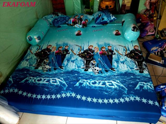 sofa bed inoac motif frozen biru saat di fungsikan sebagai kasur inoac normal