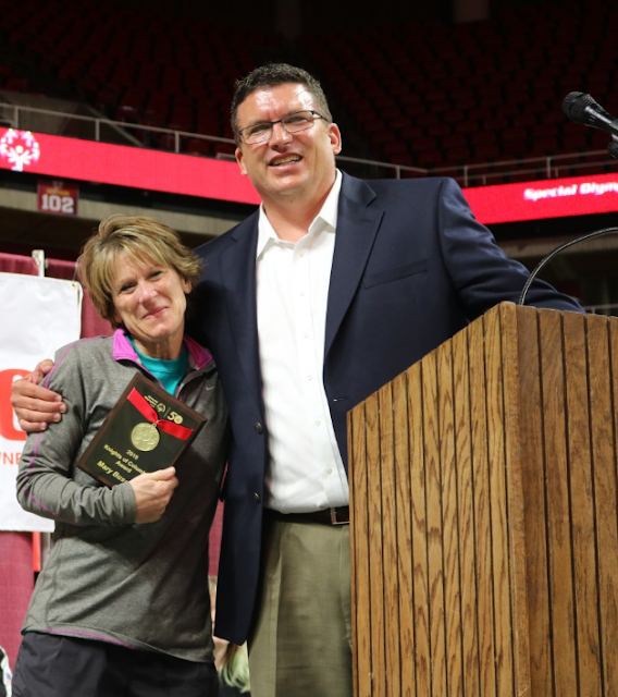Mary Buscher Midland National Sammons Financial Group  Receives Knights of Columbus Award at Special Olympics Iowa 2018