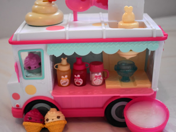 Num Noms Lip Gloss Truck {Review}