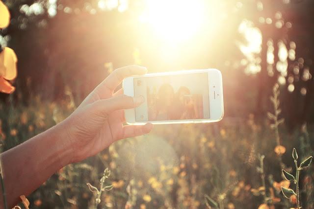 smartphone-photo-de-soi-qui-fonctionne-sur-instagram