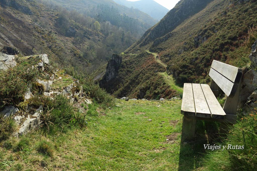 Uno de los bancos de la Ruta del Chorrón, Asturias
