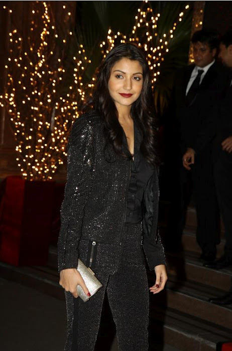 Sonakshi sinha & Anushka sharma in black hot dresses at ...