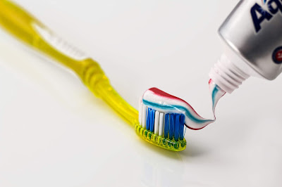 معجون اسنان، تبييض الاسنان