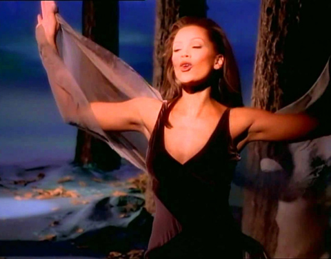 "Vanessa Williams sings ""Colors of the Wind"" from Disney's POCAHONTAS"