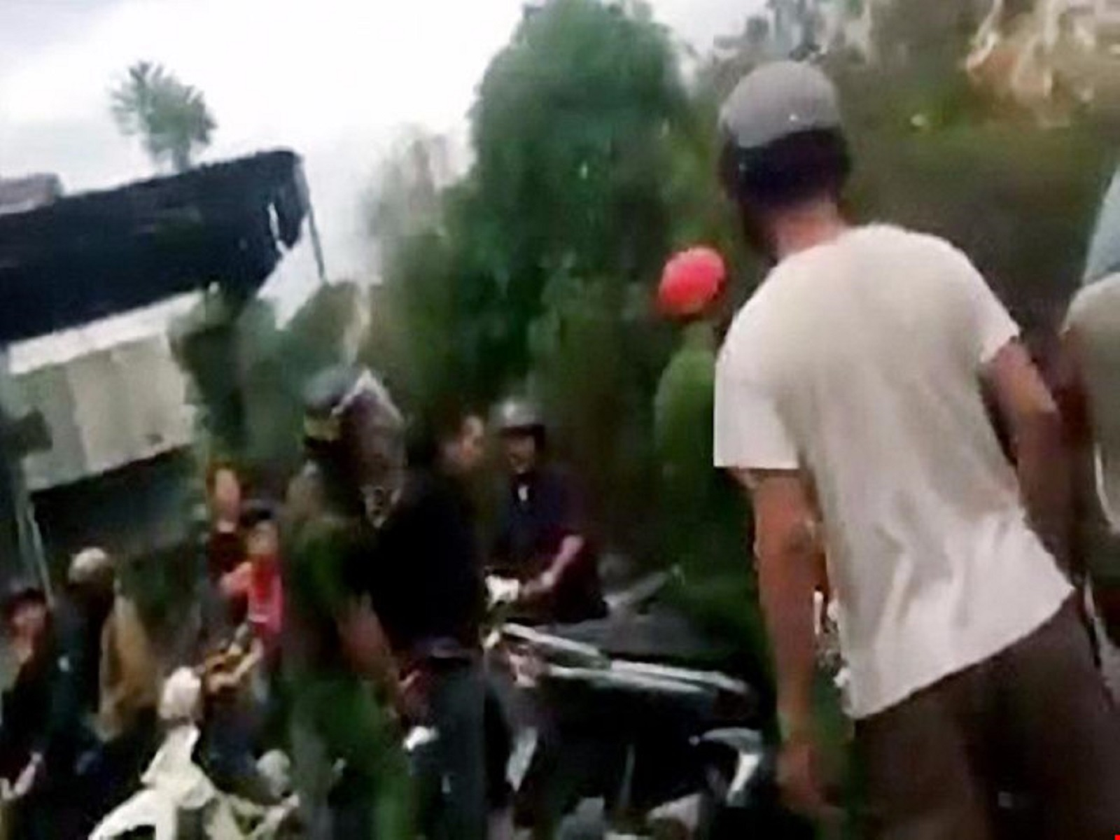 Gia Lai: Bắt 2 nghi can xông vào dãy nhà trọ sinh viên cướp của
