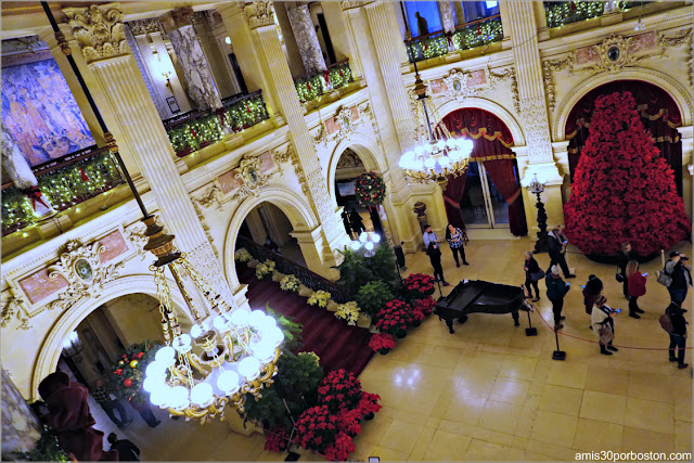 Hall en el interior de The Breakers, Newport