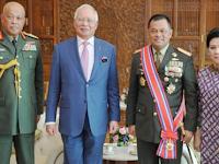 Keren! Panglima TNI Dapat Anugerah dari Malaysia, Disematkan Langsung oleh PM Najib Razak