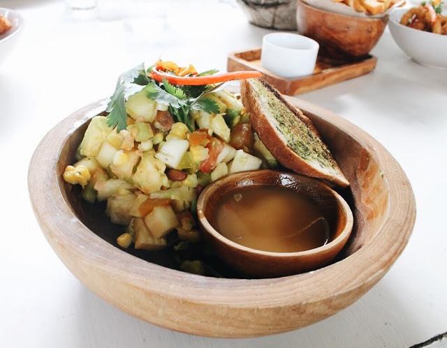 nook bali menu Mix fruit salad with yogurt, musli honey