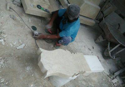 Proses pembuatan nisan marmer