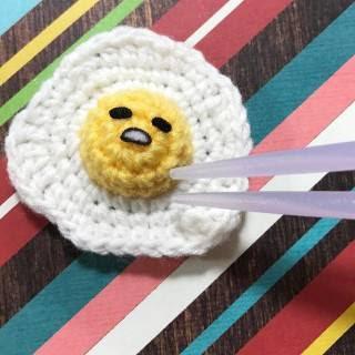 http://stuffsusiemade.blogspot.com.es/2017/04/gudetama-sunny-side-up-crochet-pattern.html