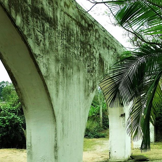 Aqueduto que canalizava a água em Balneário São Miguel, Biguaçu