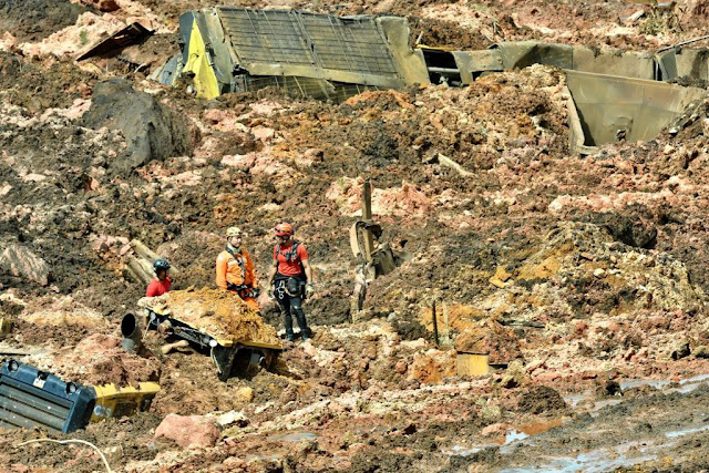 Bombeiros informam que 200 pessoas estão desaparecidas apos rompimento de barraem em MG