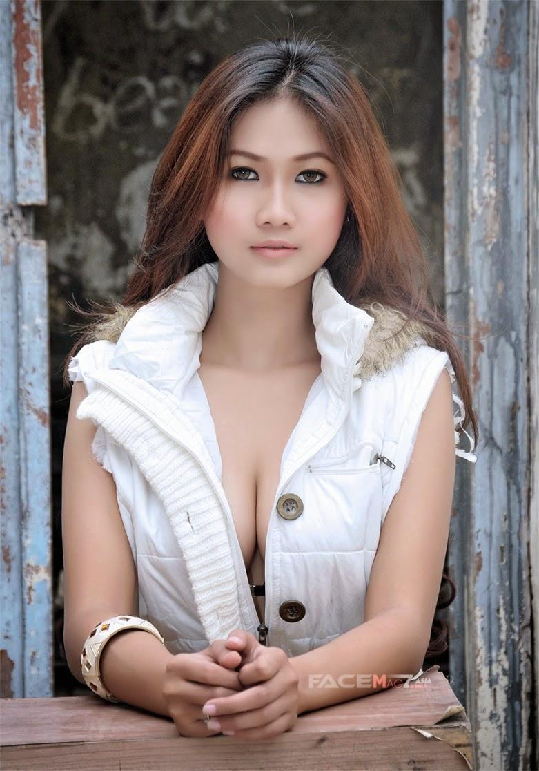 Amalia Anggraini Photshoot Photo  Galeri Photo Hot  Indonesian Photoshoot Model-3388